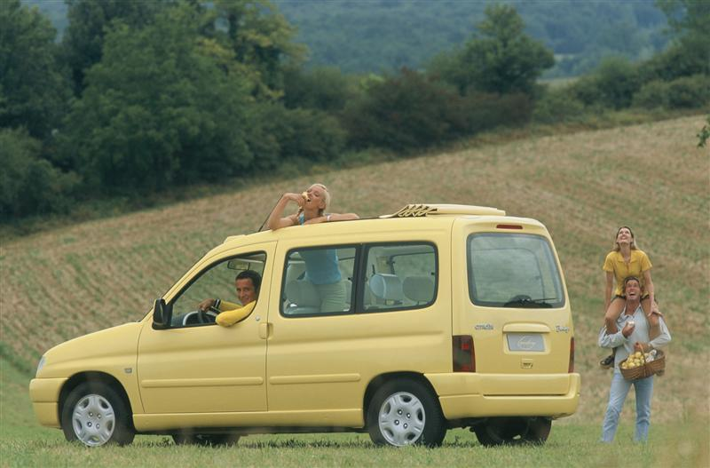 Berlingo Grand Large konseptbil 1996 ¾ bakfra