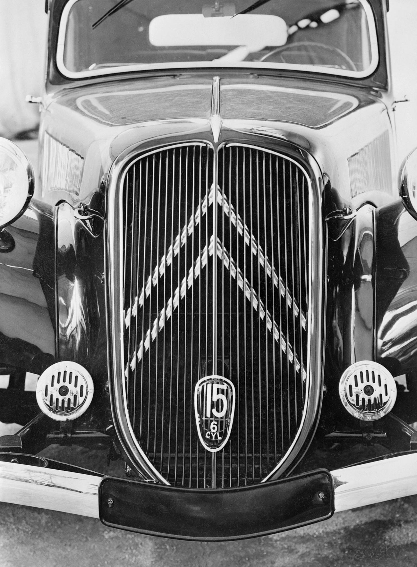 Traction 15 SIX 1938 grill